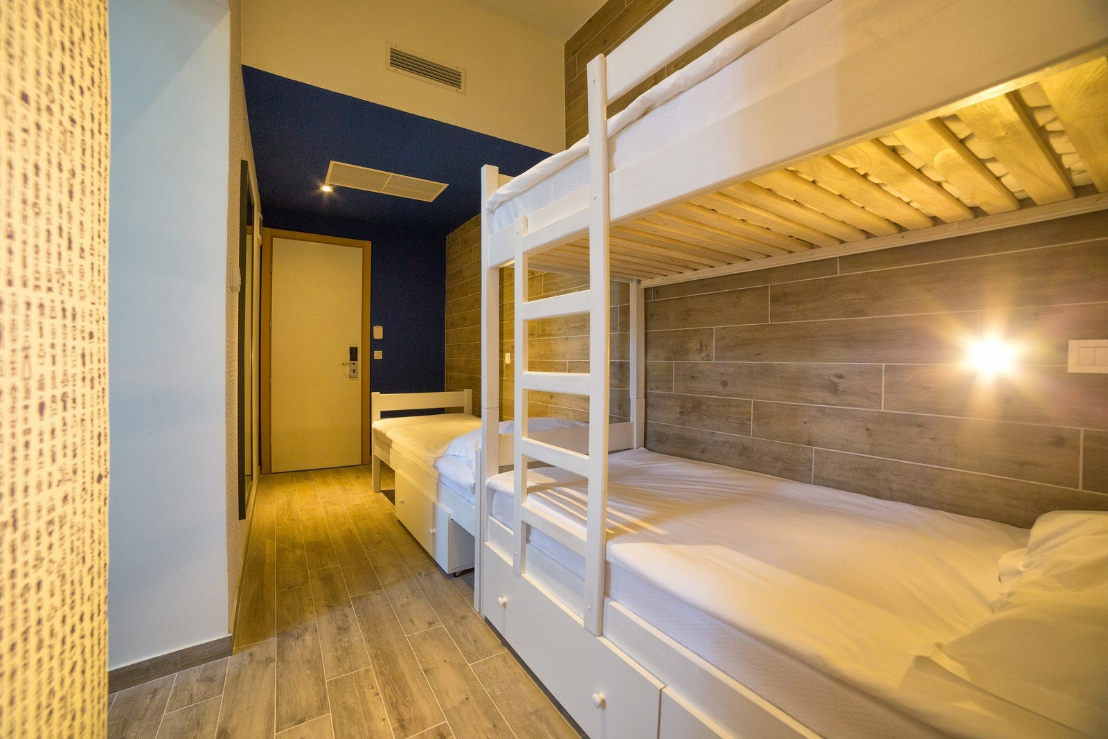 Triple Room with Bunk Beds 16 m² Courtyard/Garden View