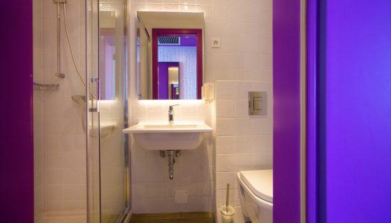 Hostel Link - Twin Room with Bunk Beds - Bathroom